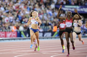 Lynsey Sharp crosses the line to claim silver