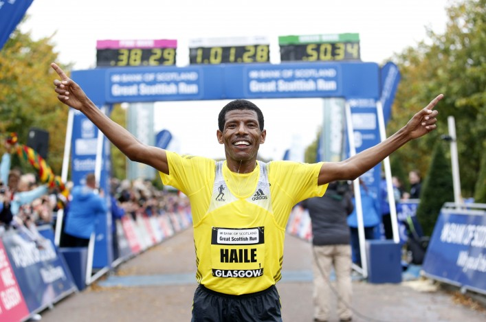 Haile Gebrselassie celebrates 2013 Great Scottish Run success